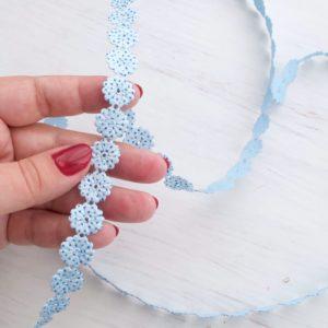 Декоративная фигурная лента ромашка голубая с люрексом
