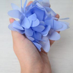 Большой цветок из органзы голубой готовый к работе